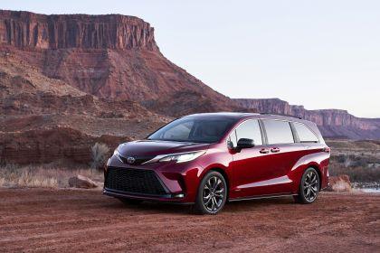 2021 Toyota Sienna XSE 1