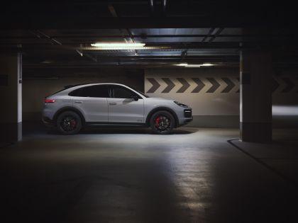 2020 Porsche Cayenne GTS coupé 2