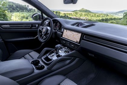 2020 Porsche Cayenne GTS coupé 126