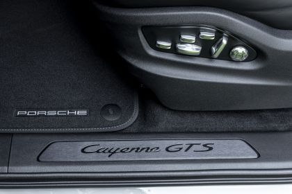 2020 Porsche Cayenne GTS coupé 131