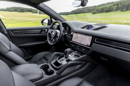 2020 Porsche Cayenne GTS coupé 242