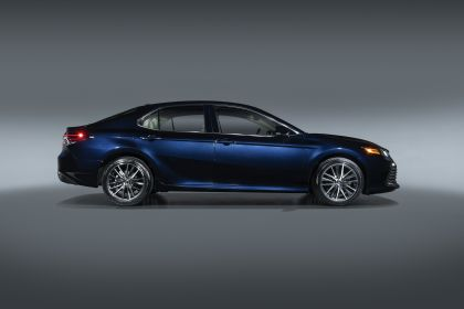 2021 Toyota Camry XLE 2