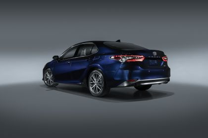 2021 Toyota Camry XLE 3