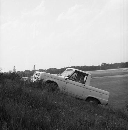 1966 Ford Bronco pickup 52