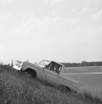 1966 Ford Bronco pickup 54