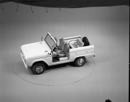 1966 Ford Bronco roadster 9