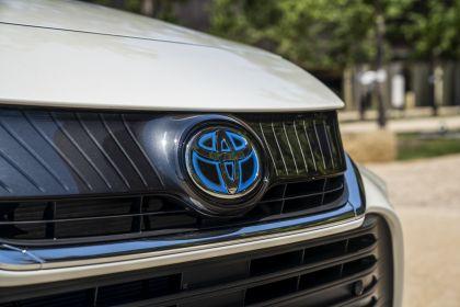 2021 Toyota Venza XLE 12