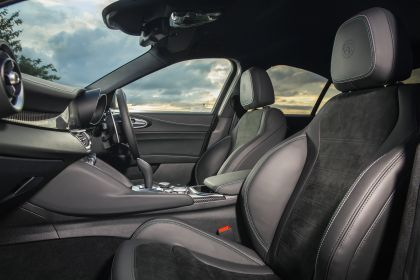 2020 Alfa Romeo Giulia Quadrifoglio - UK version 22