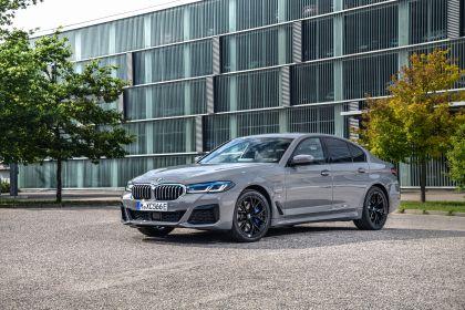 2021 BMW 545e ( G30 ) xDrive sedan 1