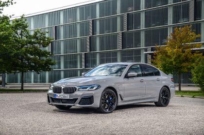 2021 BMW 545e ( G30 ) xDrive sedan 2