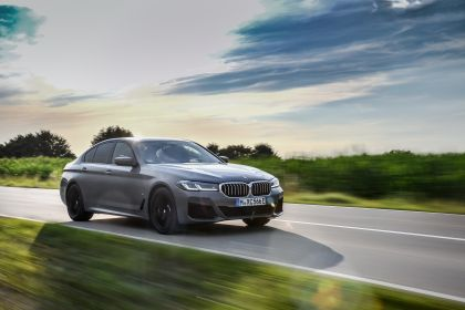 2021 BMW 545e ( G30 ) xDrive sedan 39