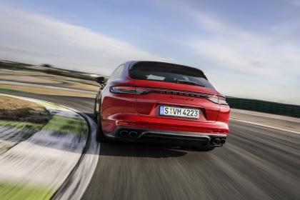 2021 Porsche Panamera GTS Sport Turismo 6