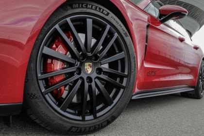 2021 Porsche Panamera GTS Sport Turismo 8