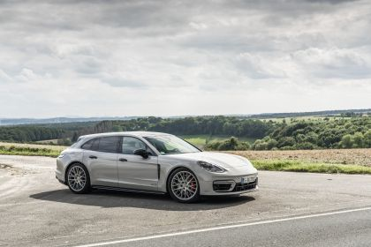 2021 Porsche Panamera GTS Sport Turismo 31