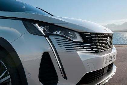 2021 Peugeot 3008 Hybrid4 16