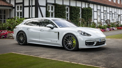 2021 Porsche Panamera 4S E-Hybrid Sport Turismo 1