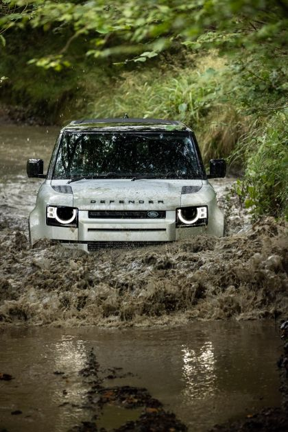 2021 Land Rover Defender 90 32