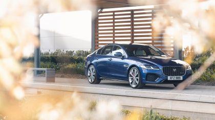 2021 Jaguar XF 11