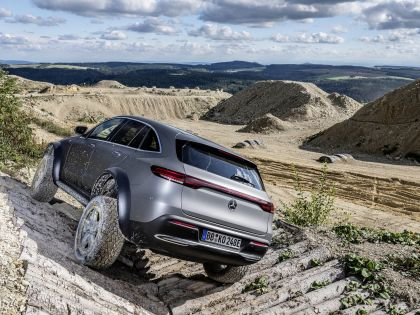 2020 Mercedes-Benz EQC 4x4-2 concept 19