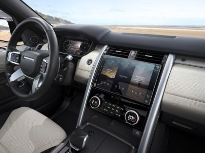 2021 Land Rover Discovery 42