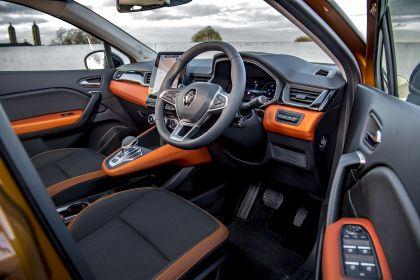 2021 Renault Captur E-Tech Plug-in Hybrid - UK version 8
