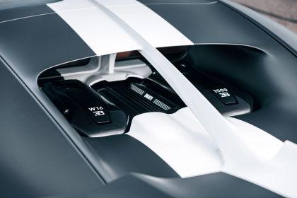 2021 Bugatti Chiron Sport Les Légendes du Ciel 11