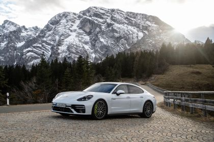 2021 Porsche Panamera Turbo S E-Hybrid 7