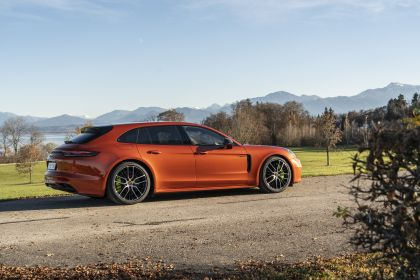 2021 Porsche Panamera 4 E-Hybrid Sport Turismo 2