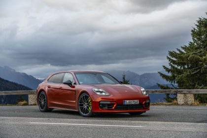 2021 Porsche Panamera 4 E-Hybrid Sport Turismo 3