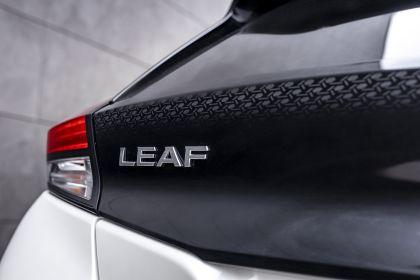 2021 Nissan Leaf10 13