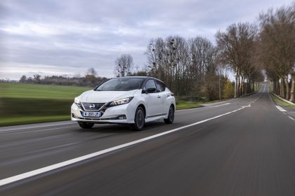 2021 Nissan Leaf10 15