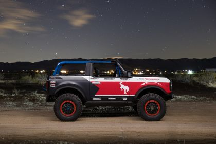 2021 Ford Bronco 4600 race vehicle 2