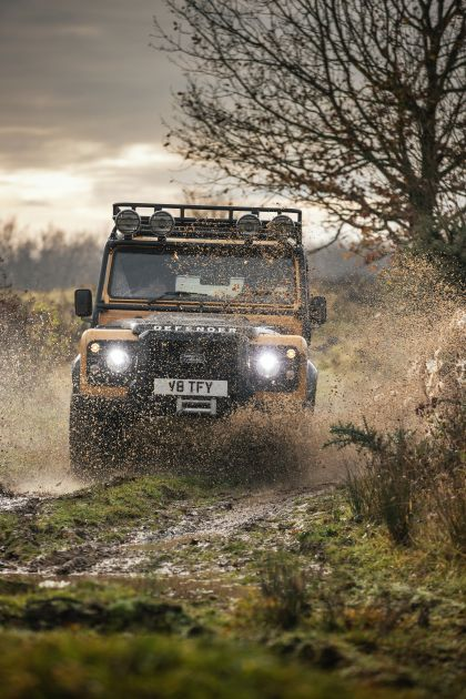 2021 Land Rover Defender Works V8 Trophy 17