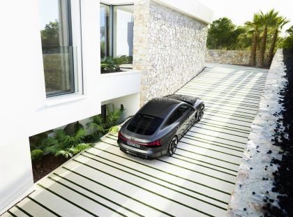 2022 Audi RS e-tron GT 8