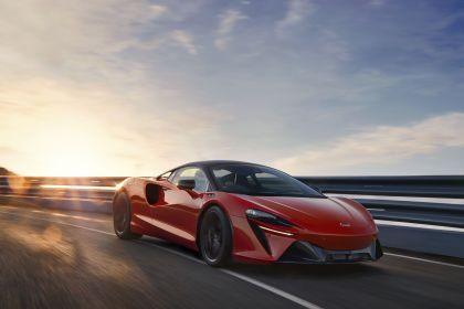 2022 McLaren Artura 3