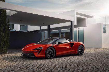 2022 McLaren Artura 5