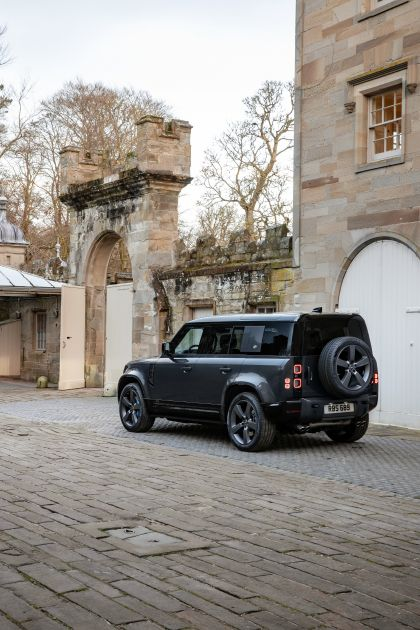 2022 Land Rover Defender 110 V8 6