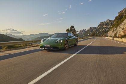 2022 Porsche Taycan Turbo S Cross Turismo 8