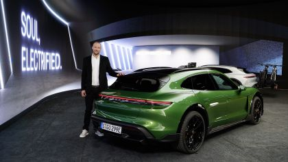 2022 Porsche Taycan Turbo S Cross Turismo 26
