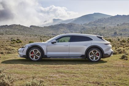 2022 Porsche Taycan 4S Cross Turismo 13
