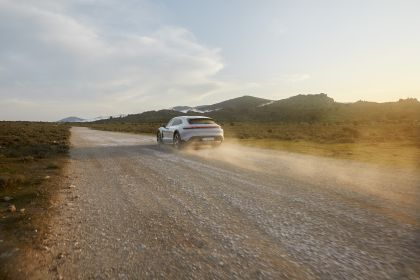 2022 Porsche Taycan 4S Cross Turismo 18