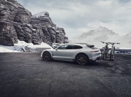 2022 Porsche Taycan 4S Cross Turismo 23