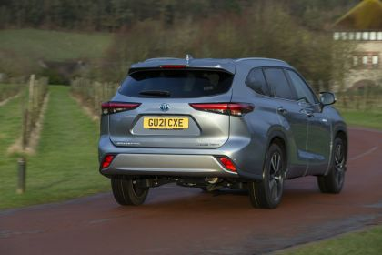 2021 Toyota Highlander hybrid - UK version 9