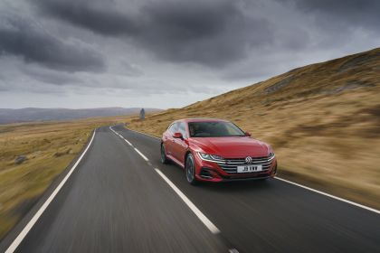 2021 Volkswagen Arteon Shooting Brake R-Line - UK version 1