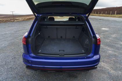 2021 Volkswagen Touareg R eHybrid - UK version 58