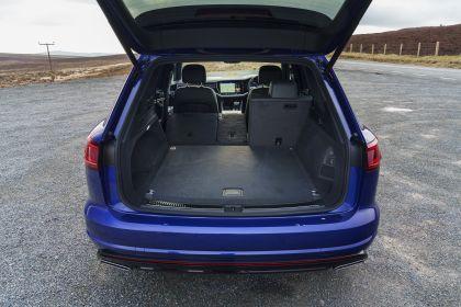 2021 Volkswagen Touareg R eHybrid - UK version 59