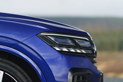 2021 Volkswagen Touareg R eHybrid - UK version 68