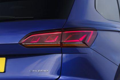 2021 Volkswagen Touareg R eHybrid - UK version 72