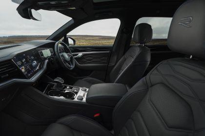2021 Volkswagen Touareg R eHybrid - UK version 79