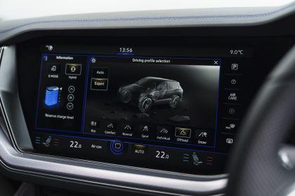 2021 Volkswagen Touareg R eHybrid - UK version 91